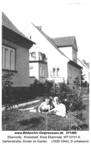 Ebenrode, Gartenstraße, Kinder im Garten