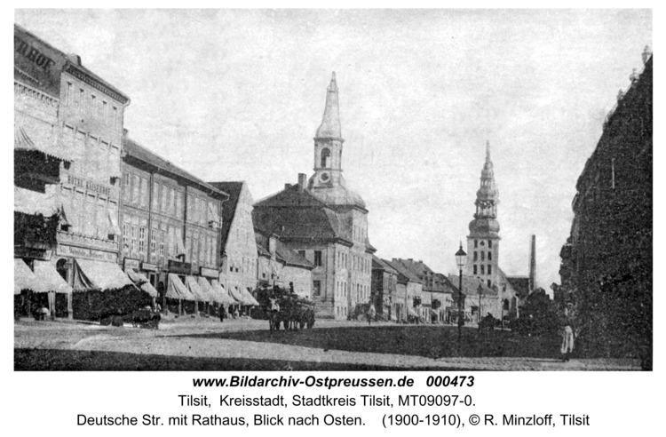 Tilsit, Deutsche Str. mit Rathaus, Blick nach Osten