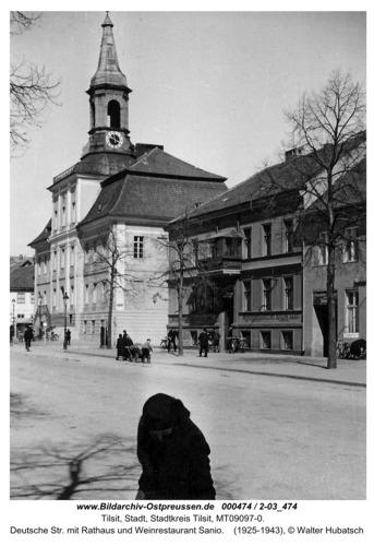 Tilsit, Deutsche Str. mit Rathaus und Weinrestaurant Sanio