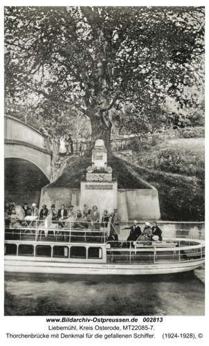 Liebemühl, Thorchenbrücke mit Denkmal für die gefallenen Schiffer