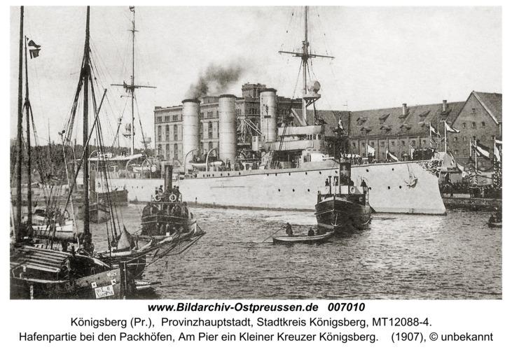 Königsberg, Hafenpartie bei den Packhöfen, Am Pier ein Kleiner Kreuzer