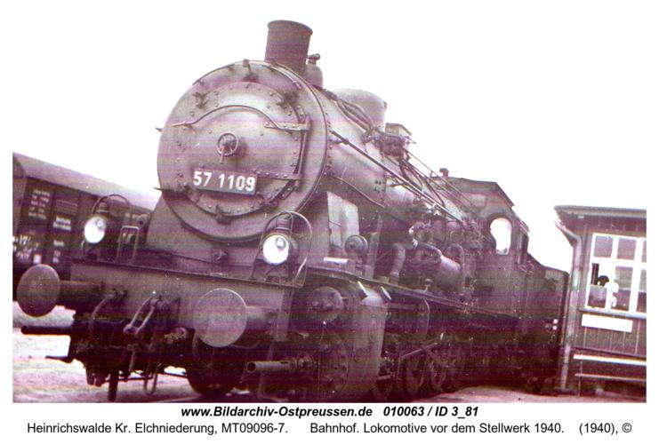 Heinrichswalde, Bahnhof. Lokomotive vor dem Stellwerk 1940