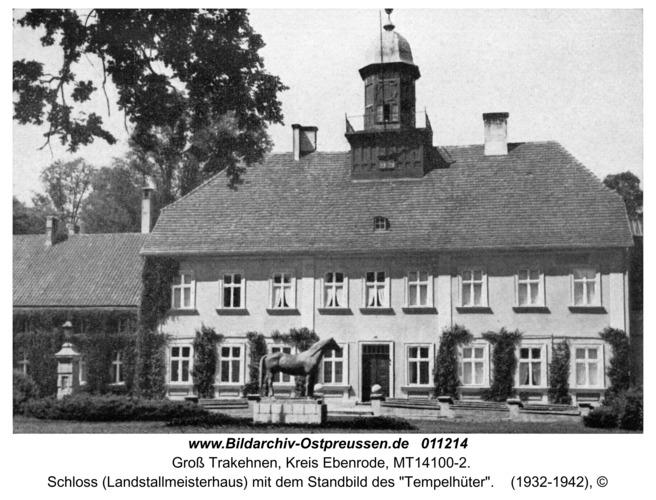 "Groß Trakehnen, Schloss (Landstallmeisterhaus) mit dem Standbild des ""Tempelhüter"""