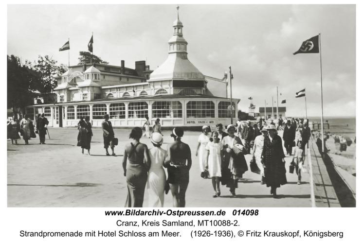 Cranz, Strandpromenade mit Hotel Schloß am Meer