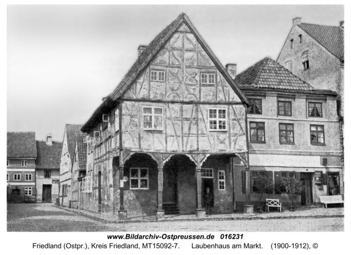 Friedland, Laubenhaus am Markt