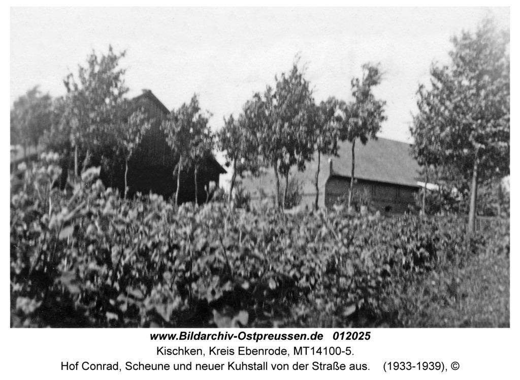Kischken Kr. Ebenrode, Hof Conrad, Scheune und neuer Kuhstall von der Straße aus