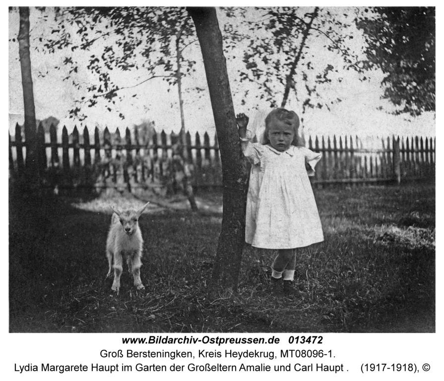 Groß Bersteningken, Lydia Margarete Haupt im Garten der Großeltern Amalie und Carl Haupt