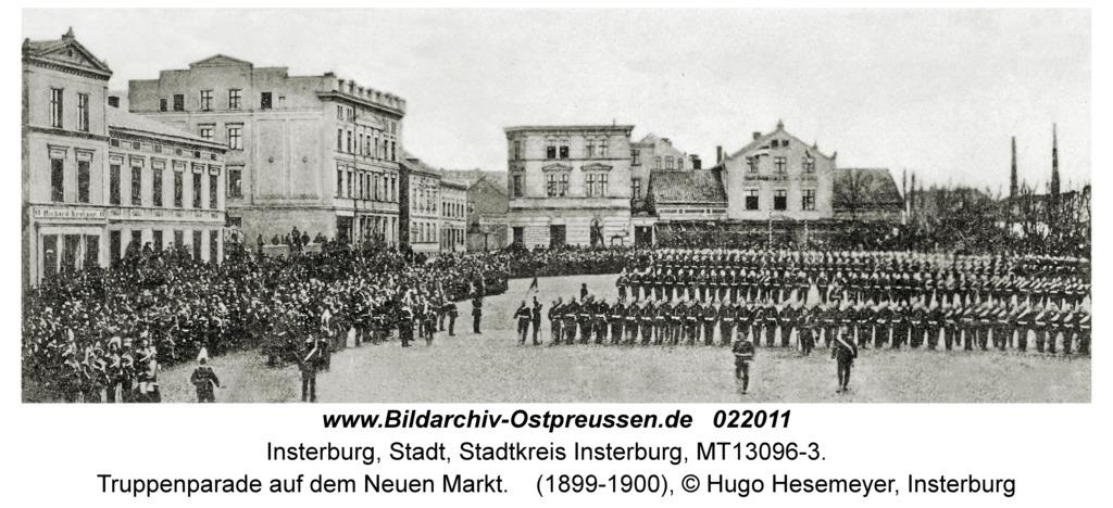 Insterburg, Truppenparade auf dem Neuen Markt