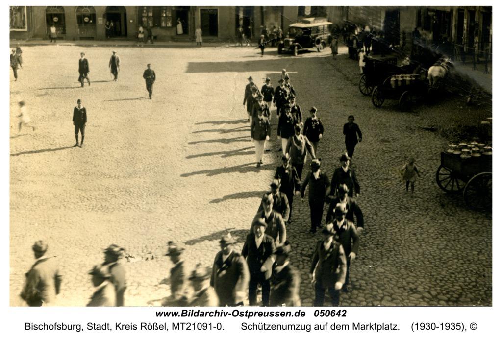 Bischofsburg, Schützenumzug auf dem Marktplatz