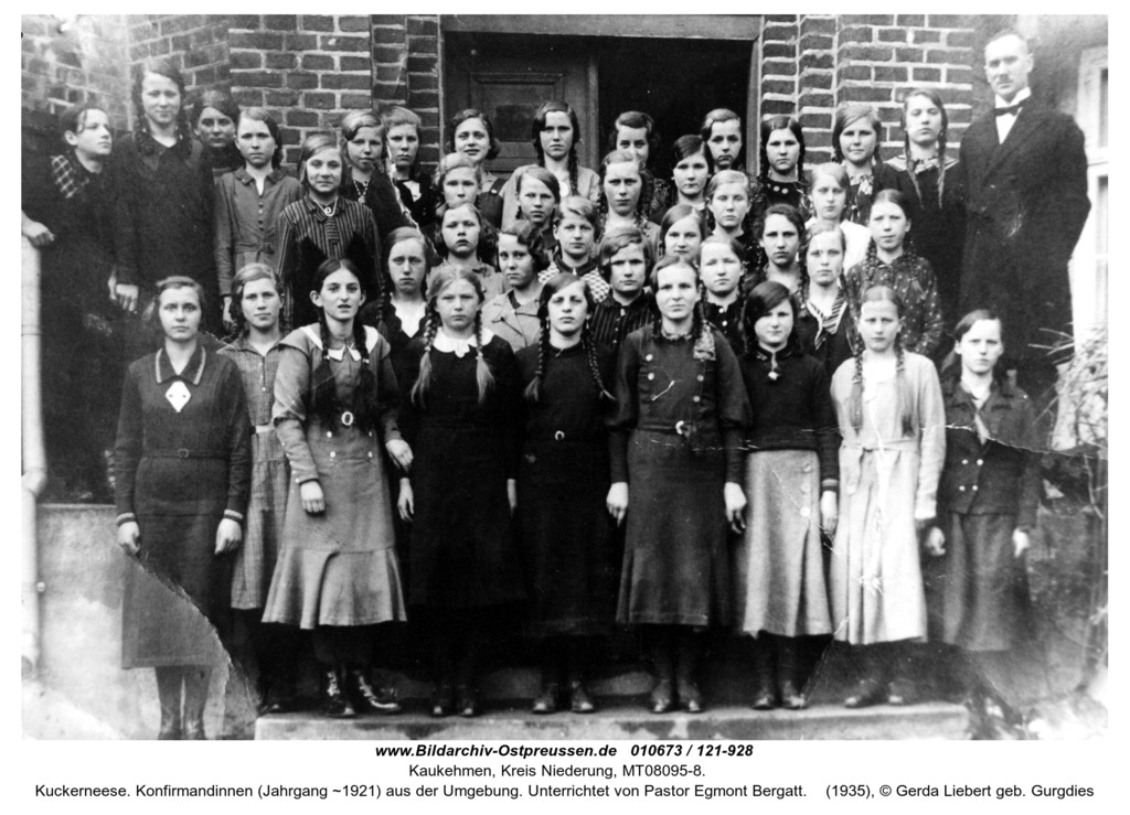 Kuckerneese. Konfirmandinnen (Jahrgang ~1921) aus der Umgebung. Unterrichtet von Pastor Egmont Bergatt