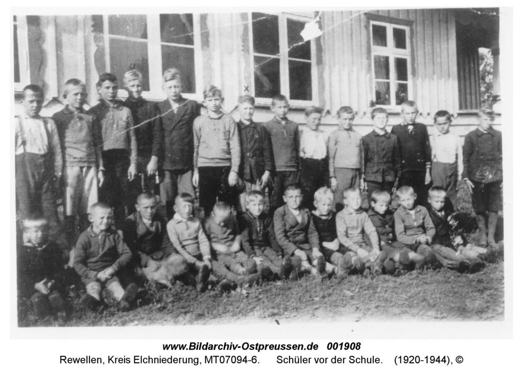 Rewellen, Schüler vor der Schule