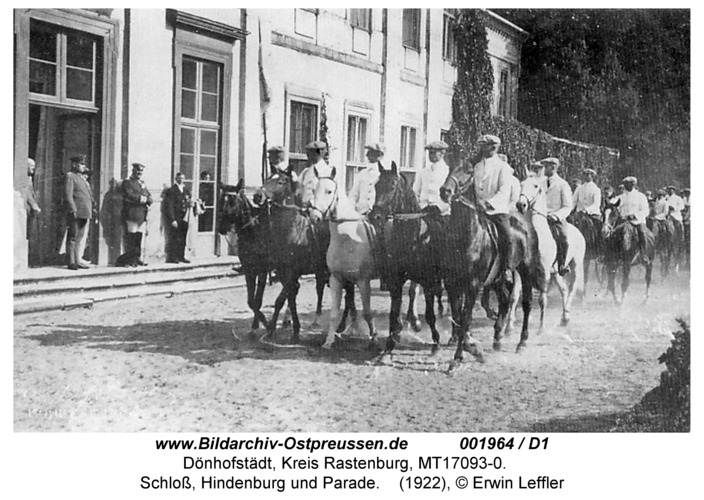 Dönhofstädt, Schloß, Hindenburg und Parade