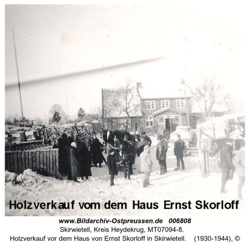 Holzverkauf vor dem Haus von Ernst Skorloff in Skirwietell