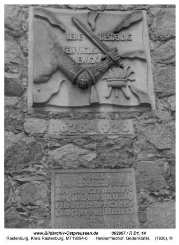 Rastenburg, Heldenfriedhof, Gedenktafel