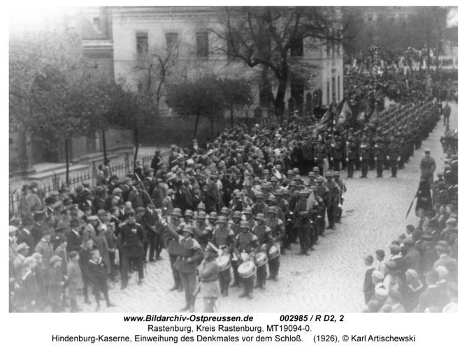 Rastenburg, Hindenburgstraße, Hindenburg-Kaserne, Einweihung des Denkmales vor dem Schloß