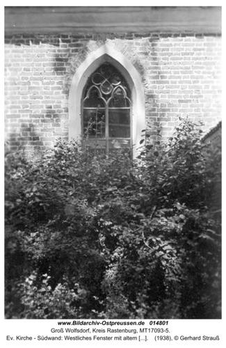 Groß Wolfsdorf, Ev. Kirche - Südwand: Westliches Fenster mit altem Bogen