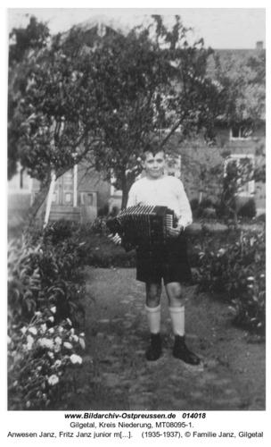 Gilgetal, Anwesen Janz, Fritz Janz junior mt Ziehharmonika