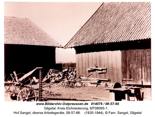 Gilgetal 66, Hof Sangel, diverse Arbeitsgeräte, 08-57-66