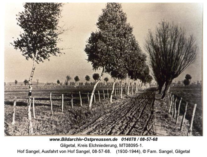 Gilgetal 68, Hof Sangel, Ausfahrt von Hof Sangel, 08-57-68