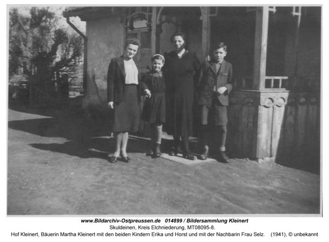 Skuldeinen, Hof Kleinert, Bäuerin Martha Kleinert mit den beiden Kindern Erika und Horst und mit der Nachbarin Frau Selz