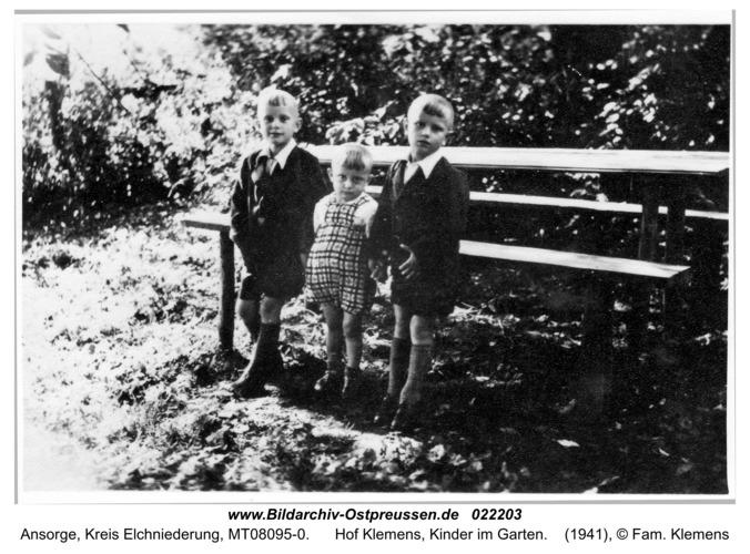 Ansorge, Hof Klemens, Kinder im Garten