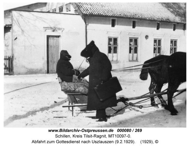 Schillen, Vor Hotel Peschel - Vikar Kalff, Abfahrt zum Gottesdienst nach Uszlauszen (9.2.1929)