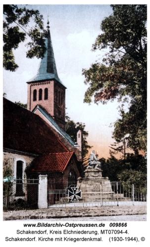 Schakendorf. Kirche mit Kriegerdenkmal