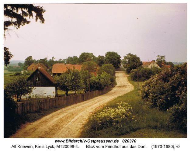 Alt Kriewen, Blick vom Friedhof aus das Dorf