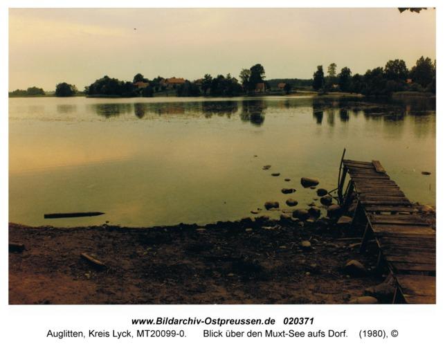 Auglitten Kr. Lyck, Blick über den Muxt-See aufs Dorf
