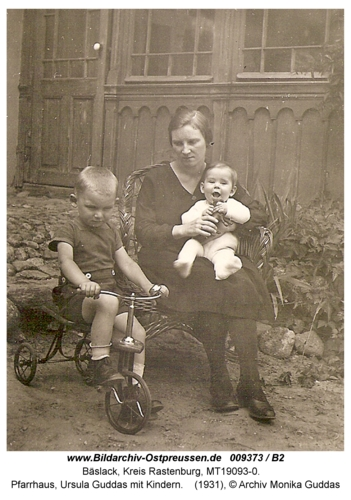 Bäslack, Pfarrhaus, Ursula Guddas mit Kindern