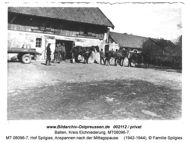 Balten (Baltruscheiten K.), MT 08096-7, Hof Spilgies, Anspannen nach der Mittagspause