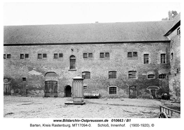 Barten, Schloß, Innenhof