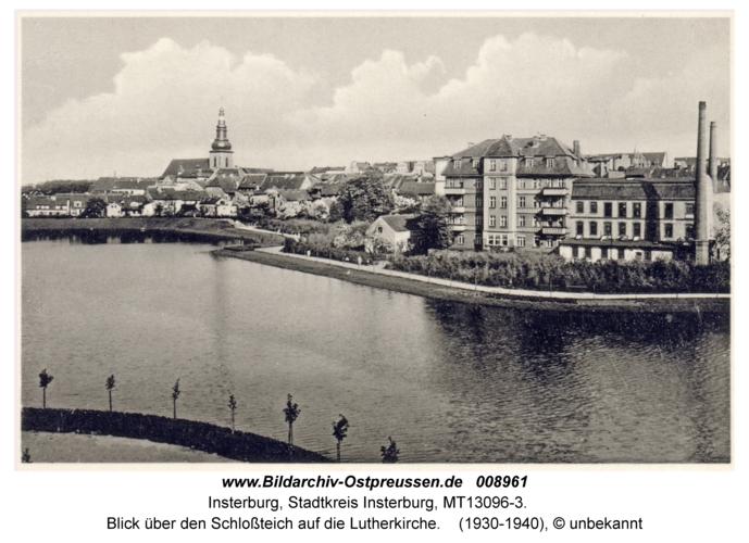 Insterburg, Blick über den Schloßteich auf die Lutherkirche