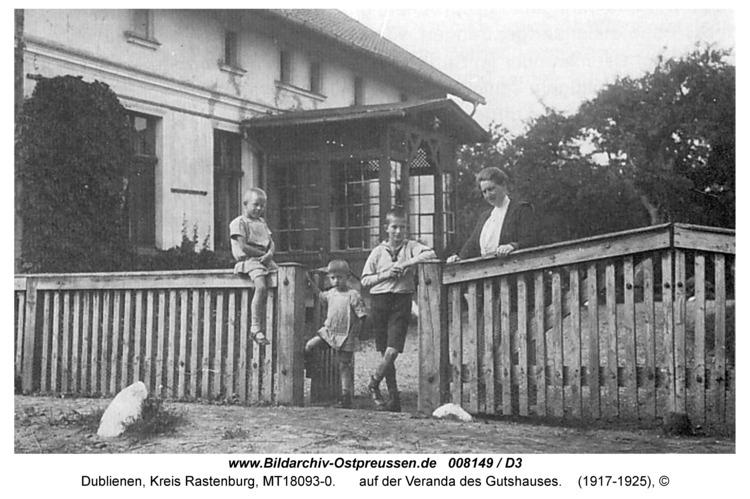 Dublienen, Gutshaus, auf der Veranda