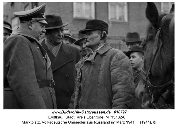 Eydtkau, Marktplatz, Volksdeutsche Umsiedler aus Rußland im März 1941