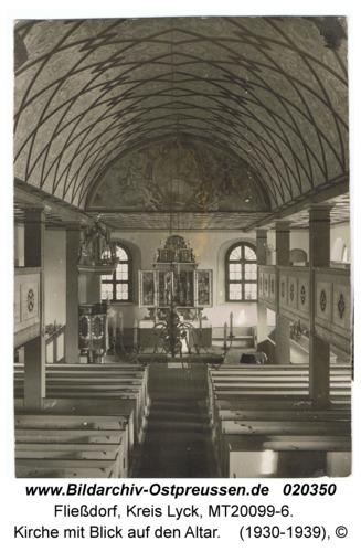 Fließdorf, Kirche mit Blick auf den Altar