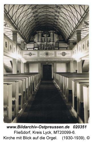 Fließdorf, Kirche mit Blick auf die Orgel