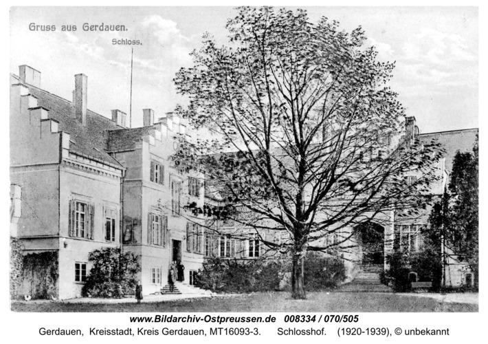 Gerdauen, Ansichtskarte vom Schloßhof