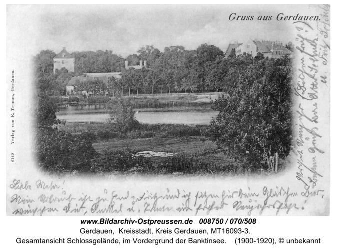 Gerdauen, Ansichtskarte, Gesamtansicht Schloßgelände, im Vordergrund der Banktinsee