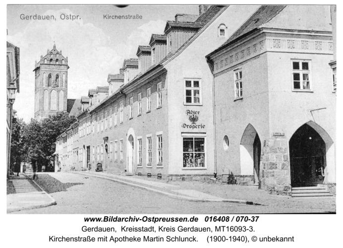 Gerdauen, Kirchenstraße mit Apotheke, Ansichtskarte