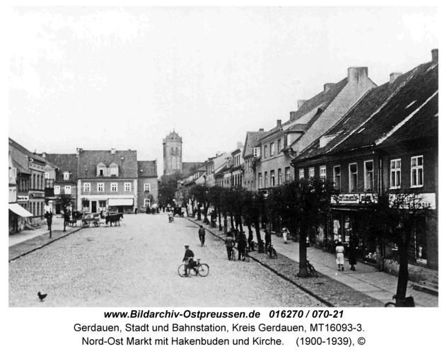 Gerdauen, Nord-Ost Markt mit Hakenbuden und Kirche