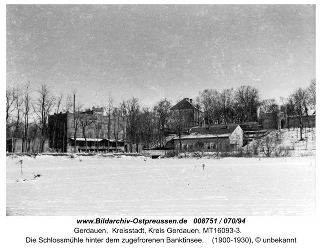 Gerdauen, die Schloßmühle hinter dem zugefrorenen Banktinsee