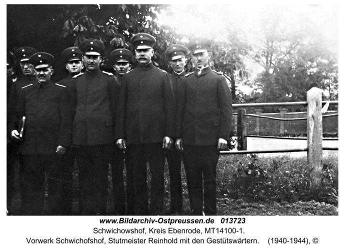 Groß Trakehnen, Vorwerk Schwichofshof, Stutmeister Reinhold mit den Gestütswärtern