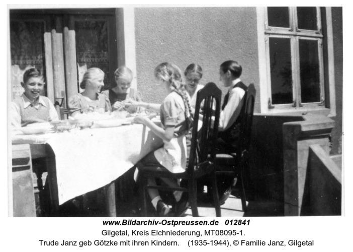 Gilgetal, Trude Janz geb Götzke mit ihren Kindern