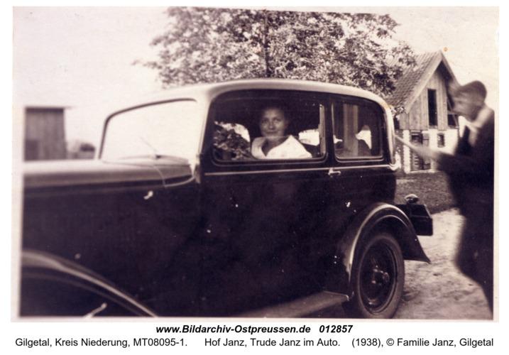 Gilgetal, Hof Janz, Trude Janz im Auto