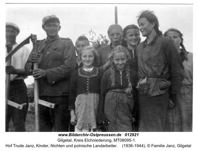 Gilgetal, Hof Trude Janz, Kinder, Nichten und polnische Landarbeiter