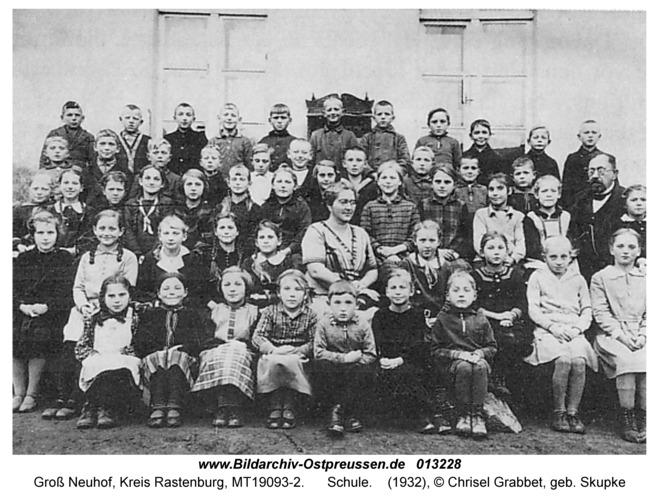 Groß Neuhof, Schule