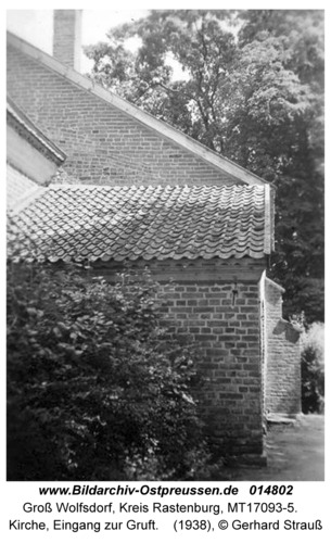 Groß Wolfsdorf, Kirche, Eingang zur Gruft