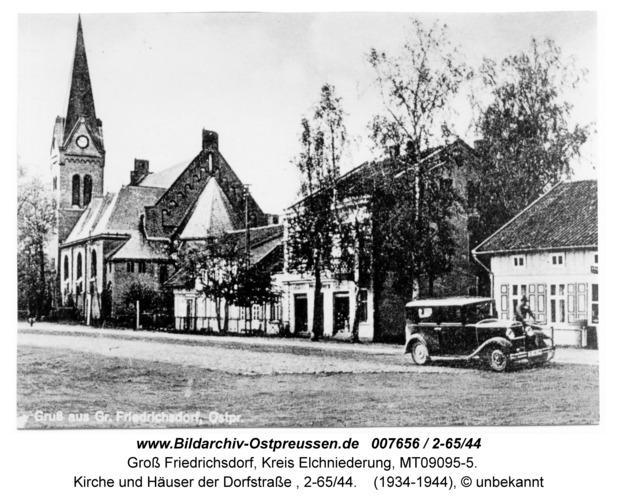 Groß Friedrichsdorf, Kirche und Häuser der Dorfstraße, 2-65/44