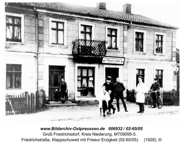 Groß Friedrichsdorf, Friedrichstraße, Klappschuweit mit Friseur Erzigkeit (02-65/05)